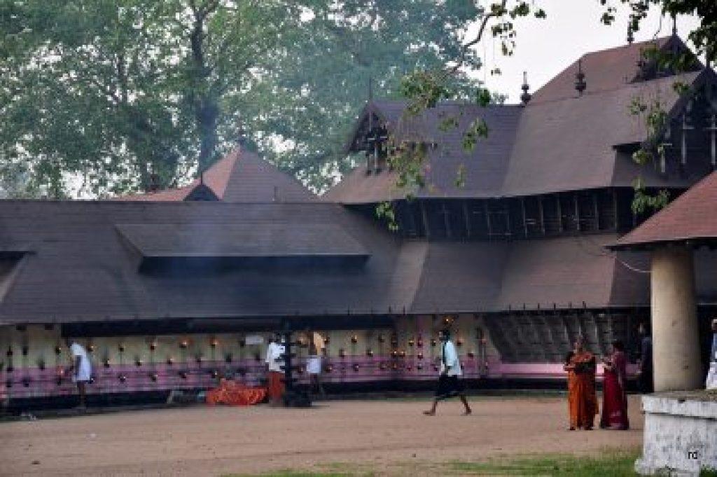 sree kurumbha bhagavathy temple kodungallur